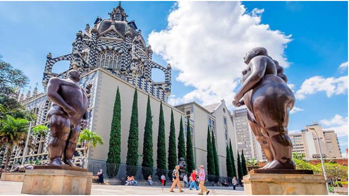 La plaza Botero exibe esculturas del artista Botero