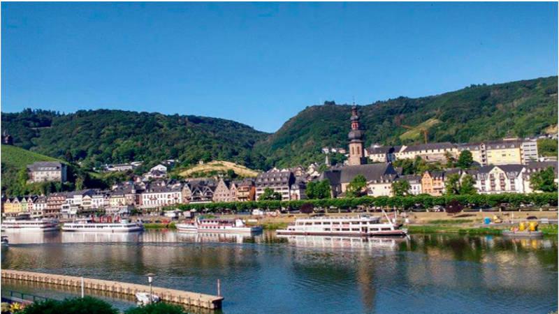 En viaje por el Rhin llenando de amor los paisajes.