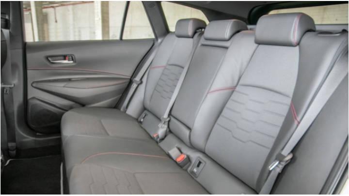 De gran espacio y asientos abatibles que expande su volumen interior