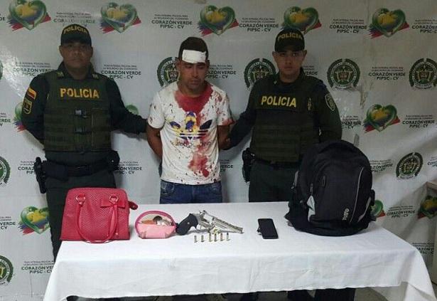 EN OPORTUNA REACCIÓN POLICIAL CAPTURA DE DOS PERSONAS LUEGO DE HURTAR A UN CIUDADANO.