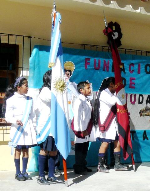 Banderas argentina y de Salta, en Iruya