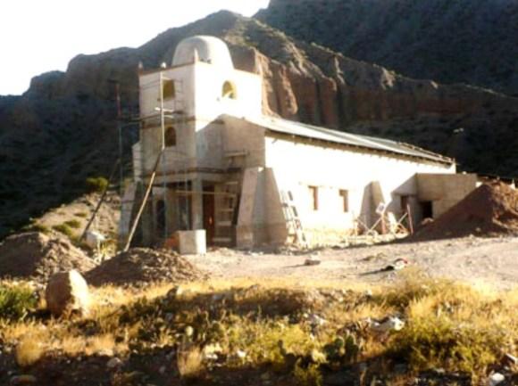 Obras en la capilla San Pedro y San Pablo, al norte de Maimará