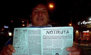 Carlos lee NOTIRUYA en la esquina de Zival's, Corrientes y Callao (Buenos Aires)