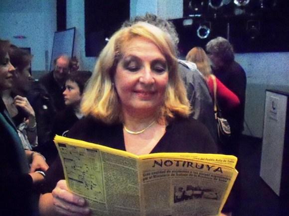 Cristina Filoso, excelente pianista, leyendo NOTIRUYA