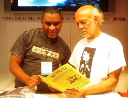 Luis y Luis, en el stand de la Venezuela en la 40ma Feria del Libro en Buenos Aires. Con NOTIRUYA