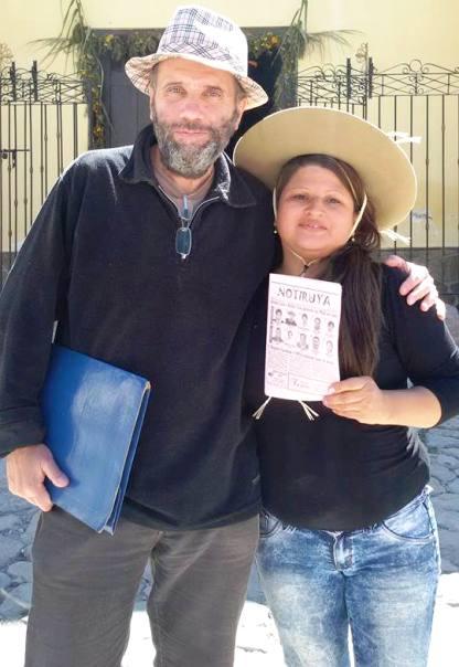 Pablo Harvey, editor de NOTIRUYA, junto a la iruyana Lorena Madrigal, con NOTIRUYA