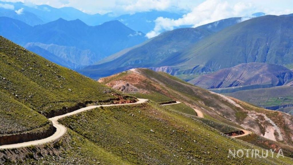 Camino a Iruya, Salta, Argentina.