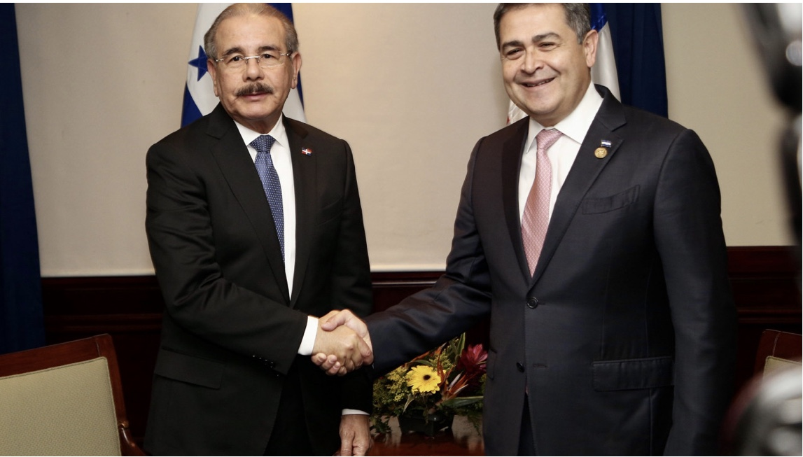 En Guatemala: Danilo Medina sostiene bilateral con homólogo Honduras, Juan Orlando Hernández. Fungen como testigos Memorándum Entendimiento
