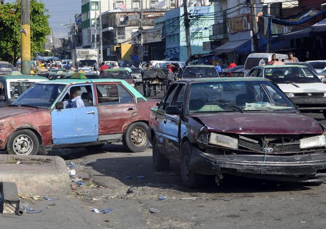 El Banco Interamericano de Desarrollo sugiere retirar los carros viejos del concho