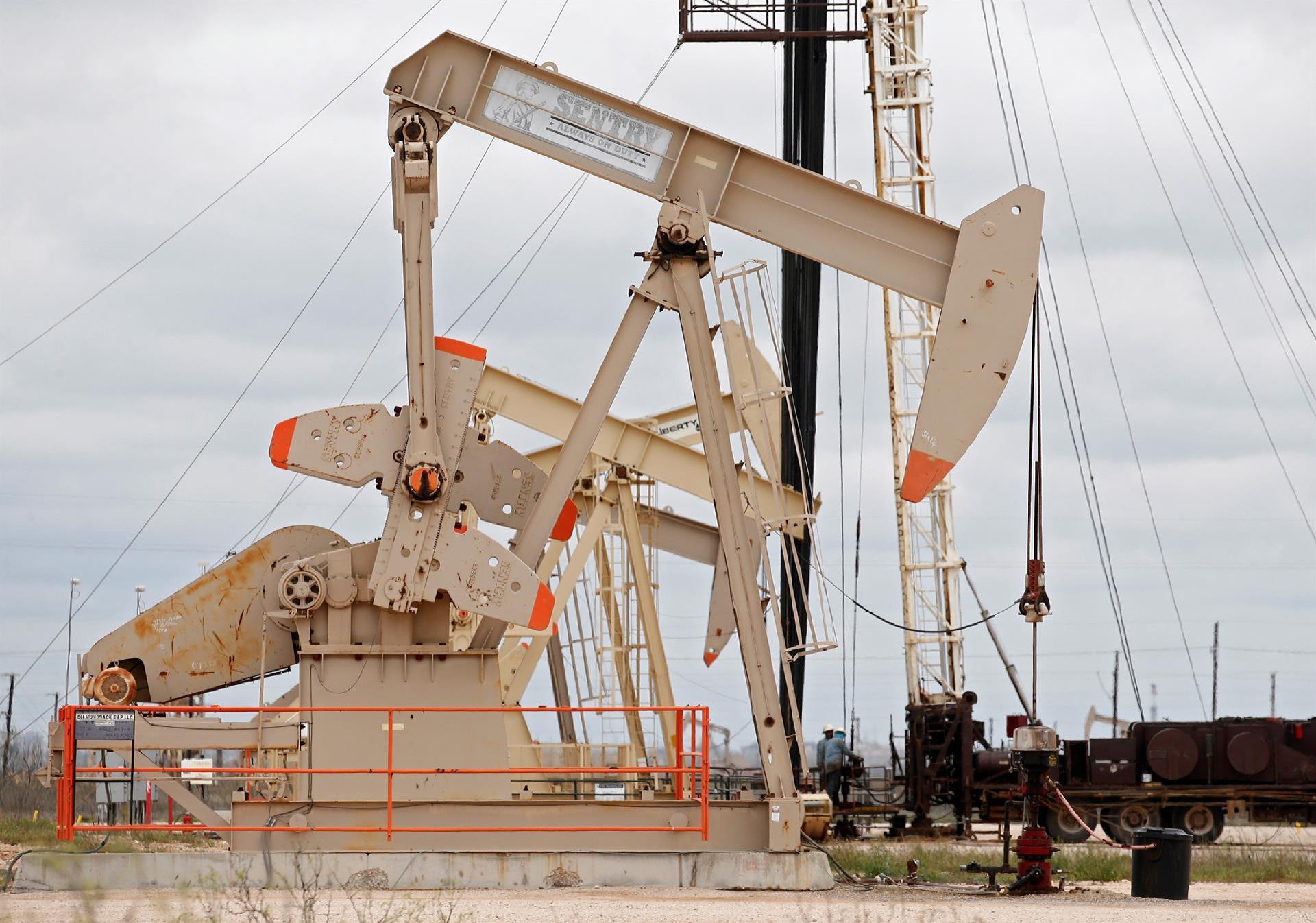 El petróleo de Texas cierra con un alza del 1,7 %, hasta los 62,94 dólares