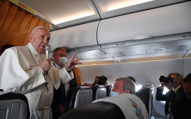El papa apoya leyes civiles para las parejas homosexuales, pero no el matrimonio