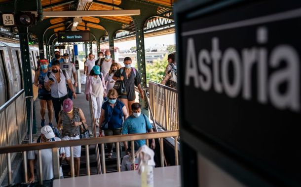 Multas de $50 dólares a quienes no usen mascarilla en transporte público de Nueva York