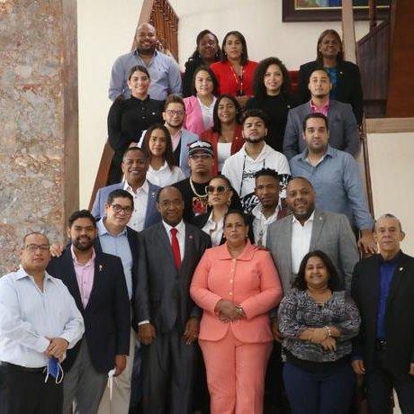 Urbanos y legisladores se reúnen para tratar sobre los contenidos en la música popular