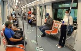 Pasajeros sin tarjetas de vacunación no subirán a Metro y Teleférico desde este lunes