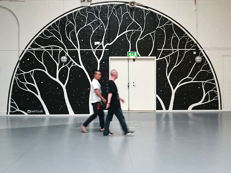 Vægmaleri ved hovedindgangen til Nørrebrohallen, København
