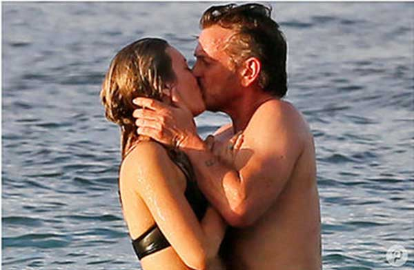 Sean Penn y su nueva pareja   Foto: People
