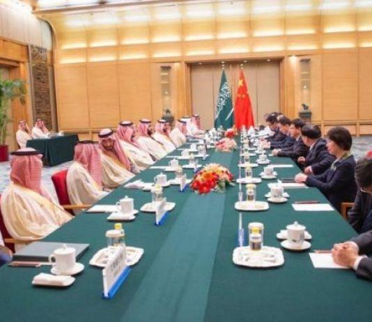 Cina e Arabia Saudita fanno affari con il petrolio