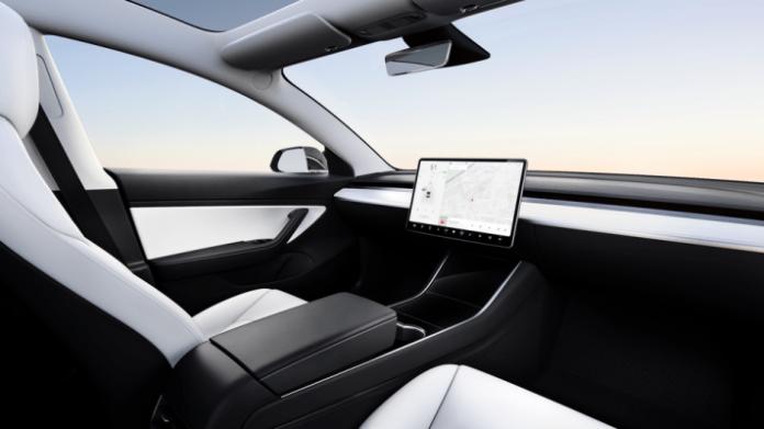 Tesla lancia i robot taxi per il 2020