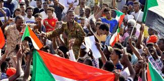 Sudan militari e opposizione firmano l'intesa
