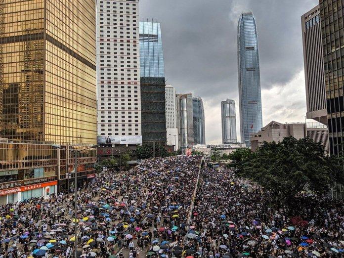 Hong Kong in fiamme