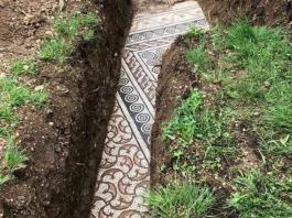 Pavimentazione romana con mosaici in un vigneto di Verona