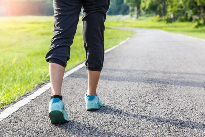 Cinque allenamenti da seguire per chi cammina a piedi