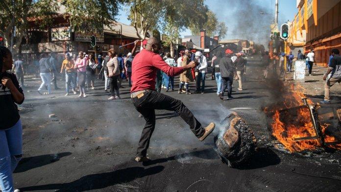 Cosa succede in Sudafrica dopo l'arresto dell'ex-presidente Zuma