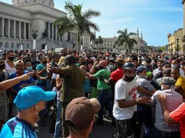 Cuba protesta contro il governo