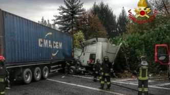 incidente camion ribaltato 7 novembre 2018 briosco statale 36 (2)-2
