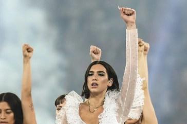 Incredibile Dua Lipa: i biglietti vip per i suoi concerti fanno sognare i fan