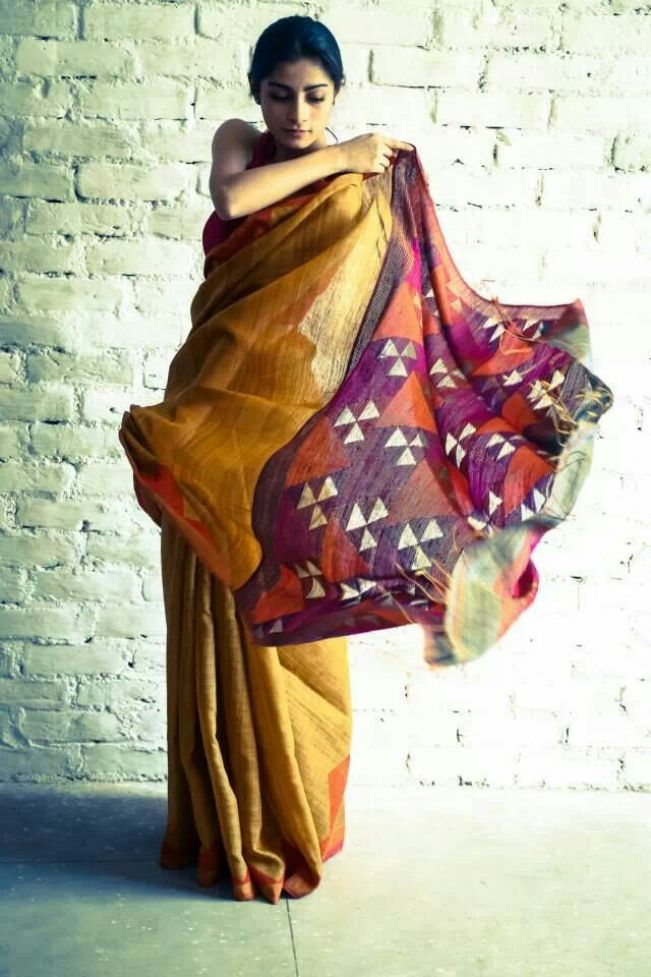 Doesn't this make a gorgeous drape? Perfect balance of plain and print on tussar via