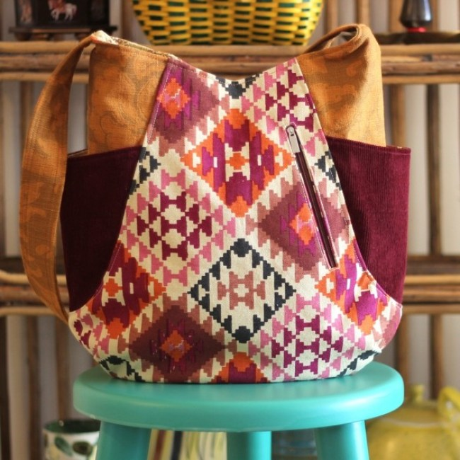 The two pocket tote with a beautiful geometrical pattern via