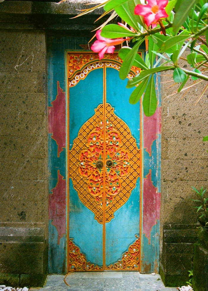 bali-carved-wooden-door-panel