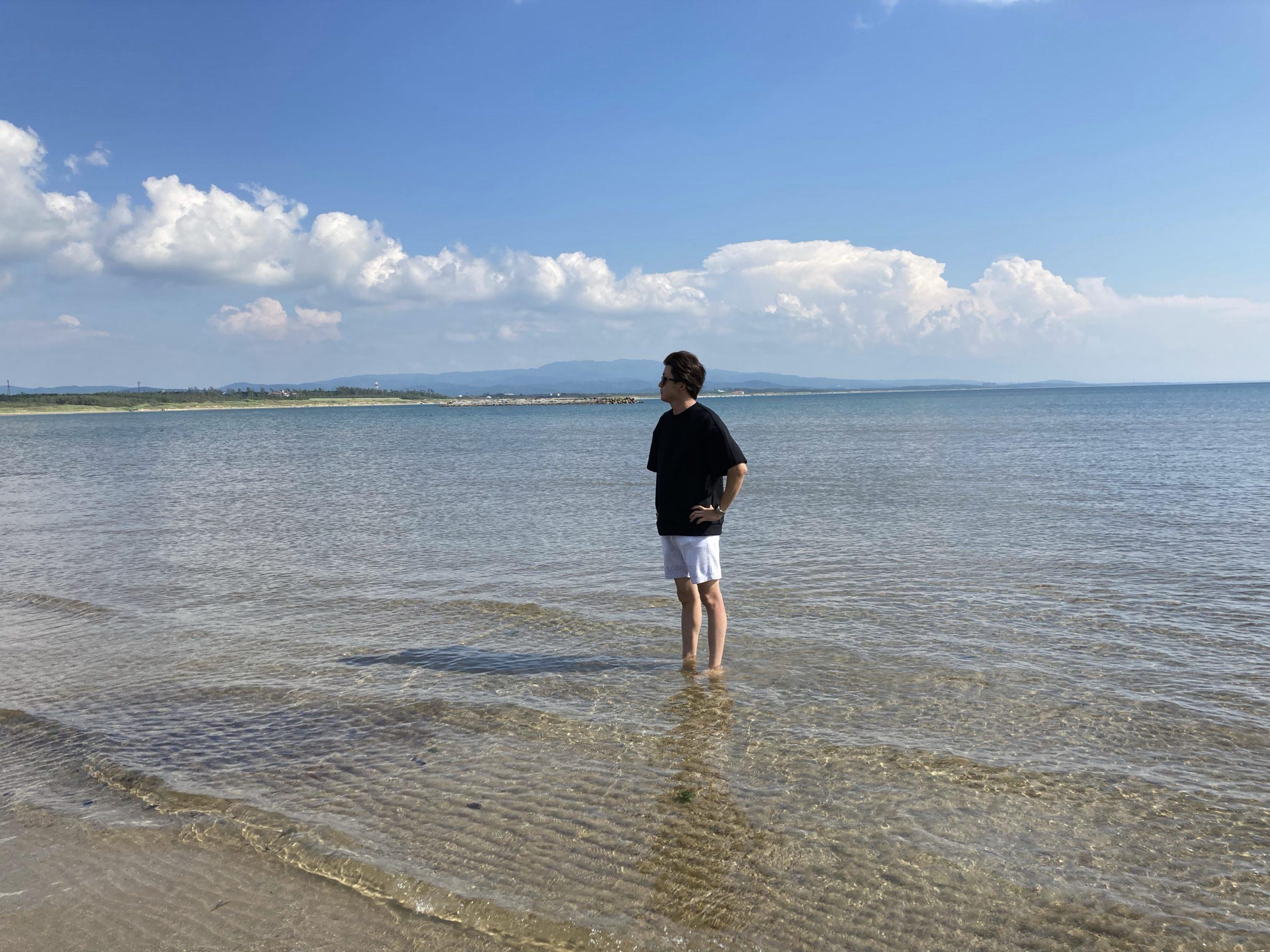 穴場で海遊び!子ども連れで楽しめる遠浅の砂浜「滝港海岸広場」【羽咋市】