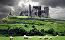 2845760-1000-1464230866-castle-in-ireland