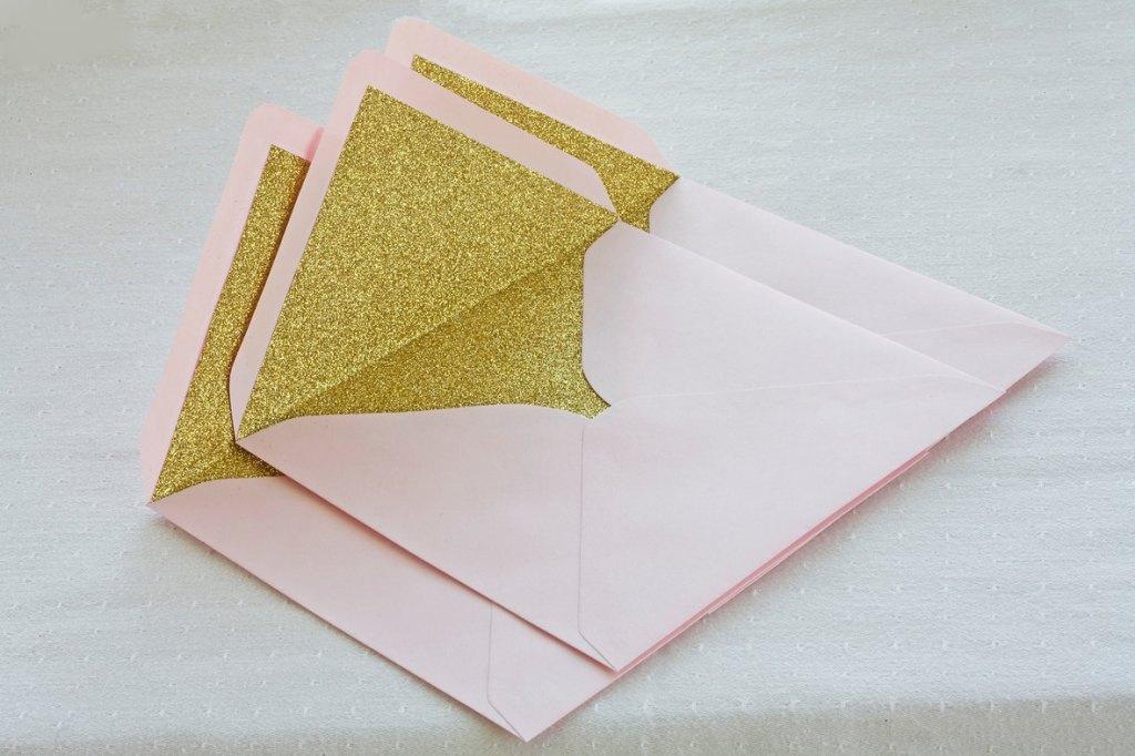 4-theweddinginvitation-etsy_-com_-enveloppe-glitter-pailettes-paper-good