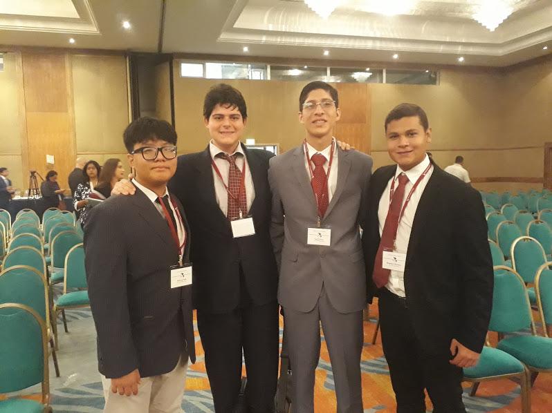 Estudiantes de secundaria del Colegio Notre Dame, participaron en HACIA DEMOCRACY 2018