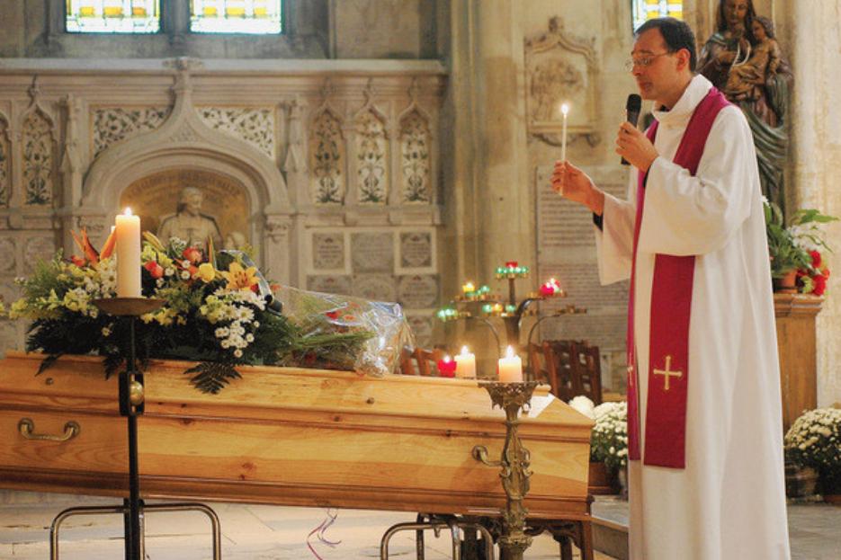 Pendant le confinement de cet automne 2020, les obsèques religieuses pourront être célébrées