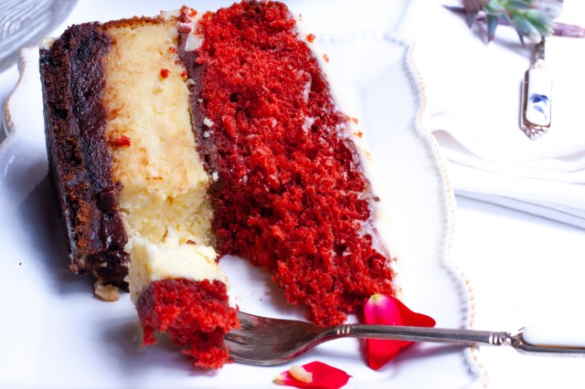 Red velvet and cheesecake cake