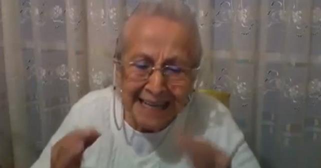 abuelita enojada