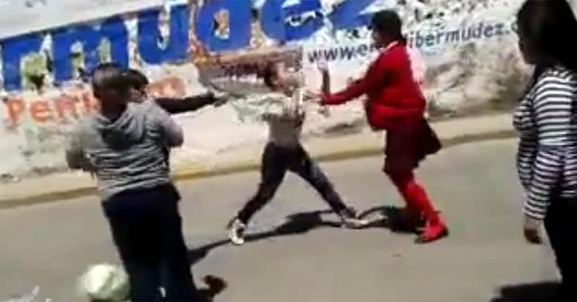 Amas de casa se pelean en la calle Abasolo en Pénjamo
