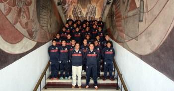 Club Irapuato se toma la foto oficial en la presidencia.
