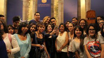 Alfonso Pichardo con estudiantes