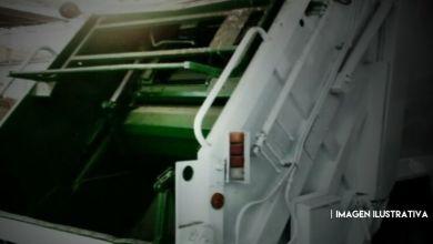Photo of Cae de camión de servicio de limpia, es atropellado por la misma unidad y muere