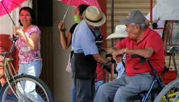 En Guanajuato los adultos mayores siguen saliendo a las calles, algunos de ellos sin realizar actividades consideradas esenciales.