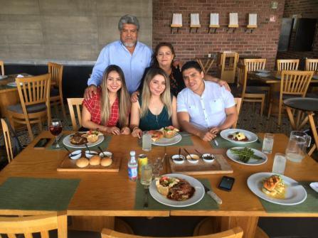 karina y su familia