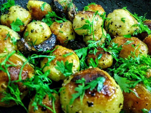 Burnt garlic potatoes