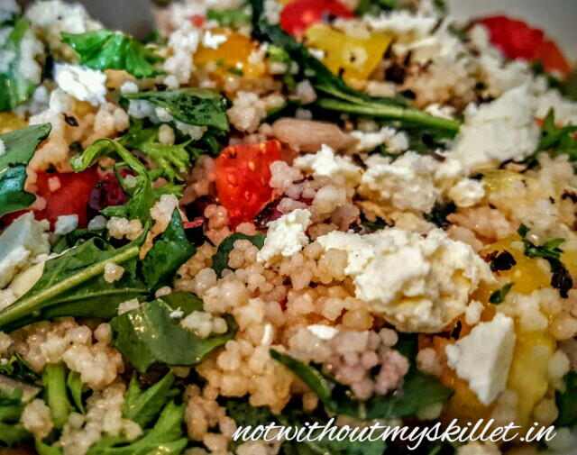 Made of equal carbohydrates and proteins, couscous is an ideal base to make a filling salad