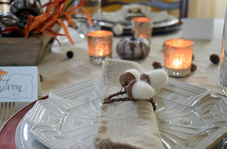 Illustrated Instructions to make needle felted acorns and needle felted acorn napkin rings. Perfect for your Fall and Thanksgiving table.