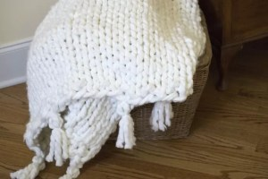 Looking for a quick, home decor diy craft? This thick, chunky blanket was knit in one day, with some unusual knitting needles!